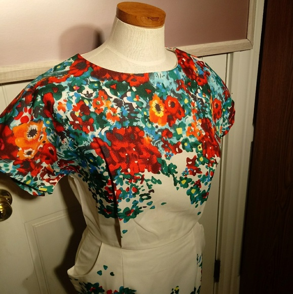 Dresses & Skirts - Floral dress with pockets - NWT